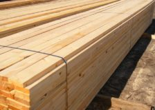 Softwood lumber production in the U.S. on stable level, while Canadian output declines