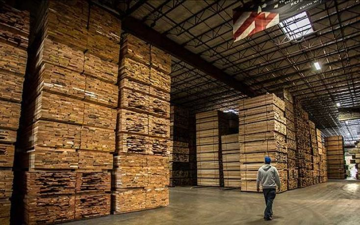 Falling demand and drop in prices for US hardwood due to trade war with China